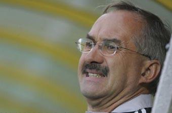 Football: Du courage Stielike !