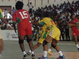 Rombo et l'Africa (D) pour la finale