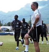 Football/  Avant ASEC-Africa : Stielike stimule Aiglons et Mimosas