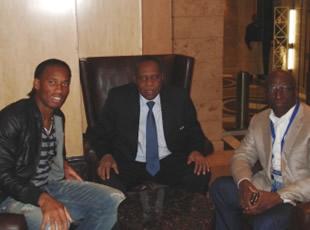 Drogba et Hayatou font la paix