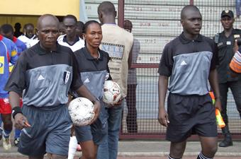Football / Violence sur les arbitres:  Le gardien de but du Stade d'Abidjan  frappe Aboubacar Sharaf