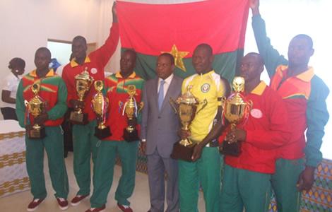 Les cyclistes burkinabé vainqueurs récompensés