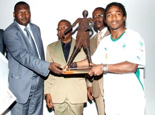Baky a reçu son trophée