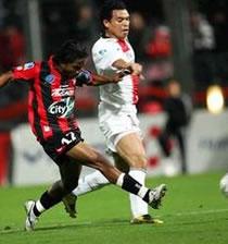 Football/L1 15e journée Nice-PSG: Paris dans la zone rouge