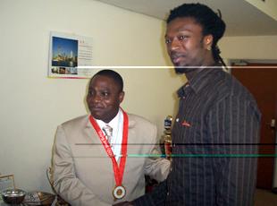 Banzio reçoit l'Or français de Karaboué
